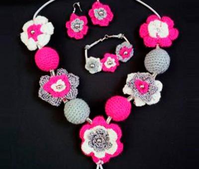 Collar pulsera y aretes de flores tejidos en crochet for Como hacer artesanias en casa