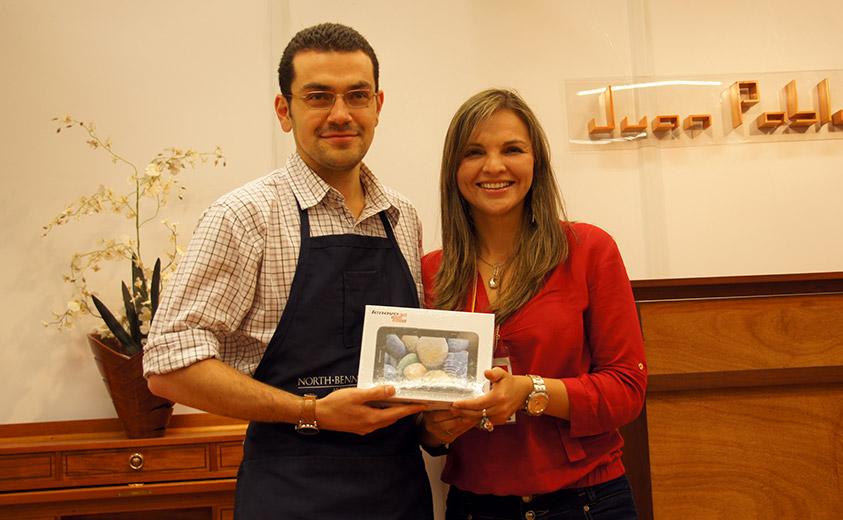 Juan Pablo Blanco recibiendo su premio