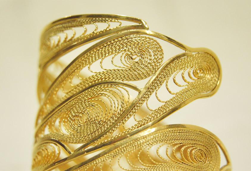 Brazalete en bronce con baño en oro