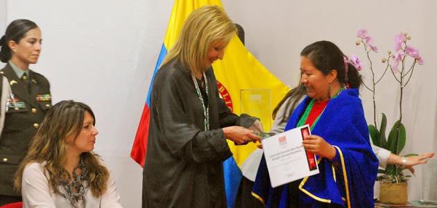 María Juajibioy de la Institución Etnoeducativa Rural Bilingüe Artesanal Kamëntsa, de Sibundoy, Putumayo.